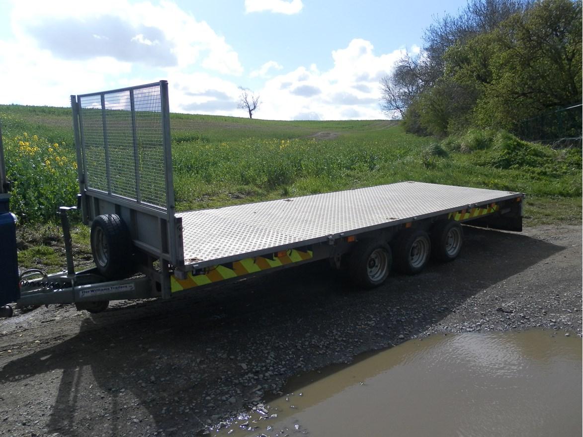 Tri Axle Flatbed : Trailer ifor williams flatbed tri axle